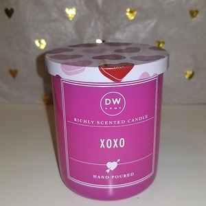 Brand New DW HOME XOXO Valentine scented candle